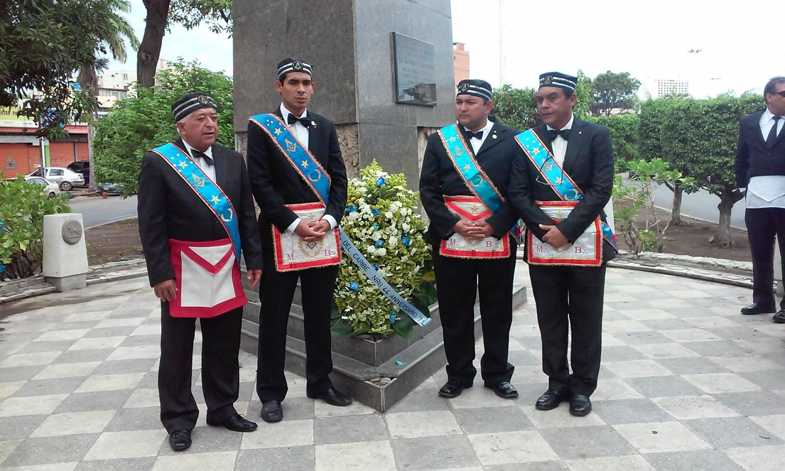 Ofrenda Floral en la Plaza Miranda