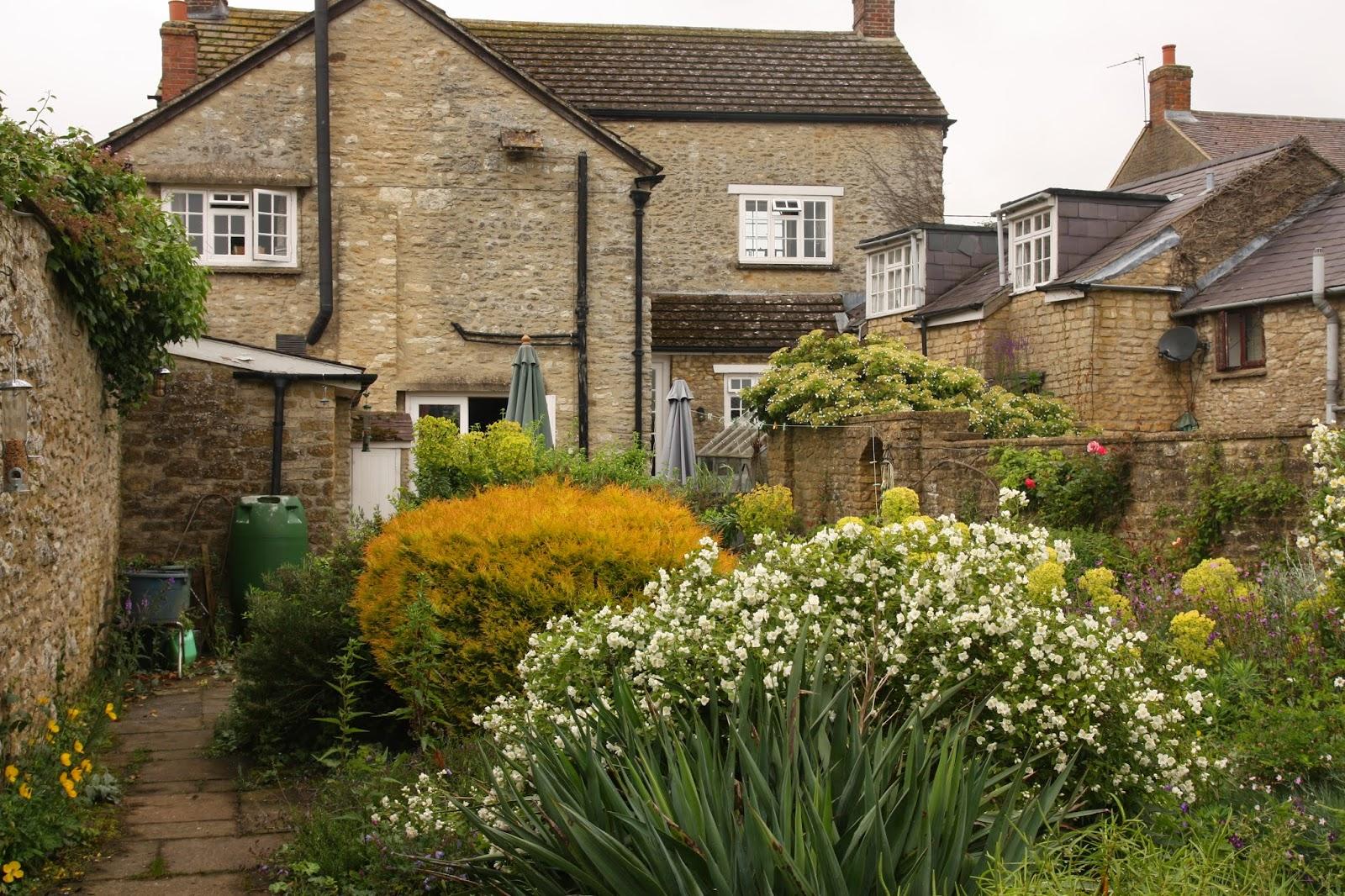 Kärleksstigen: fem små trädgårdar i england