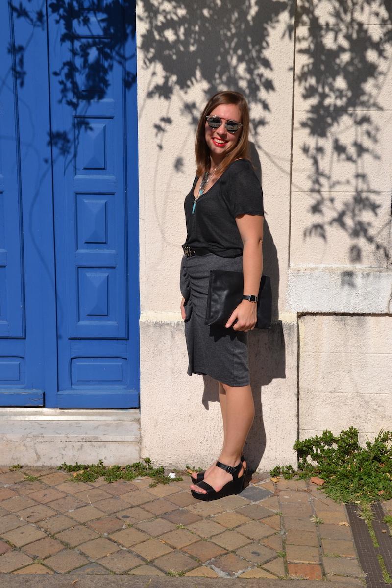t-shirt gris H&M, jupe Isabel Marant, sandales Bakajoo, pochette american vintage, collier ASOS