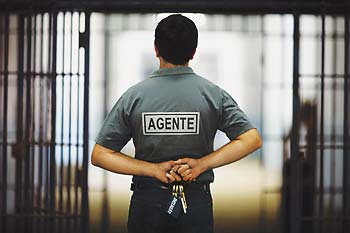 http://3.bp.blogspot.com/-JGCsg4vv-F4/TZJyLZMFYII/AAAAAAAAAA0/dA3vvtsbiag/s748/agente-penitenciario.jpg