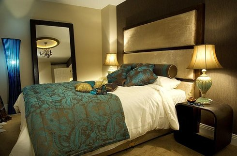 Bedroom decor on pinterest teal bedrooms teal bedroom for Teal and tan bedroom