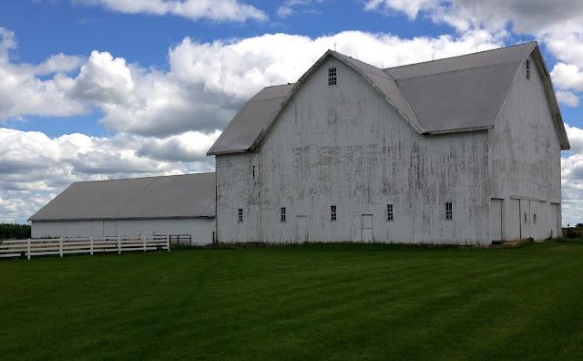 Field_barn_clouds_sky_rural