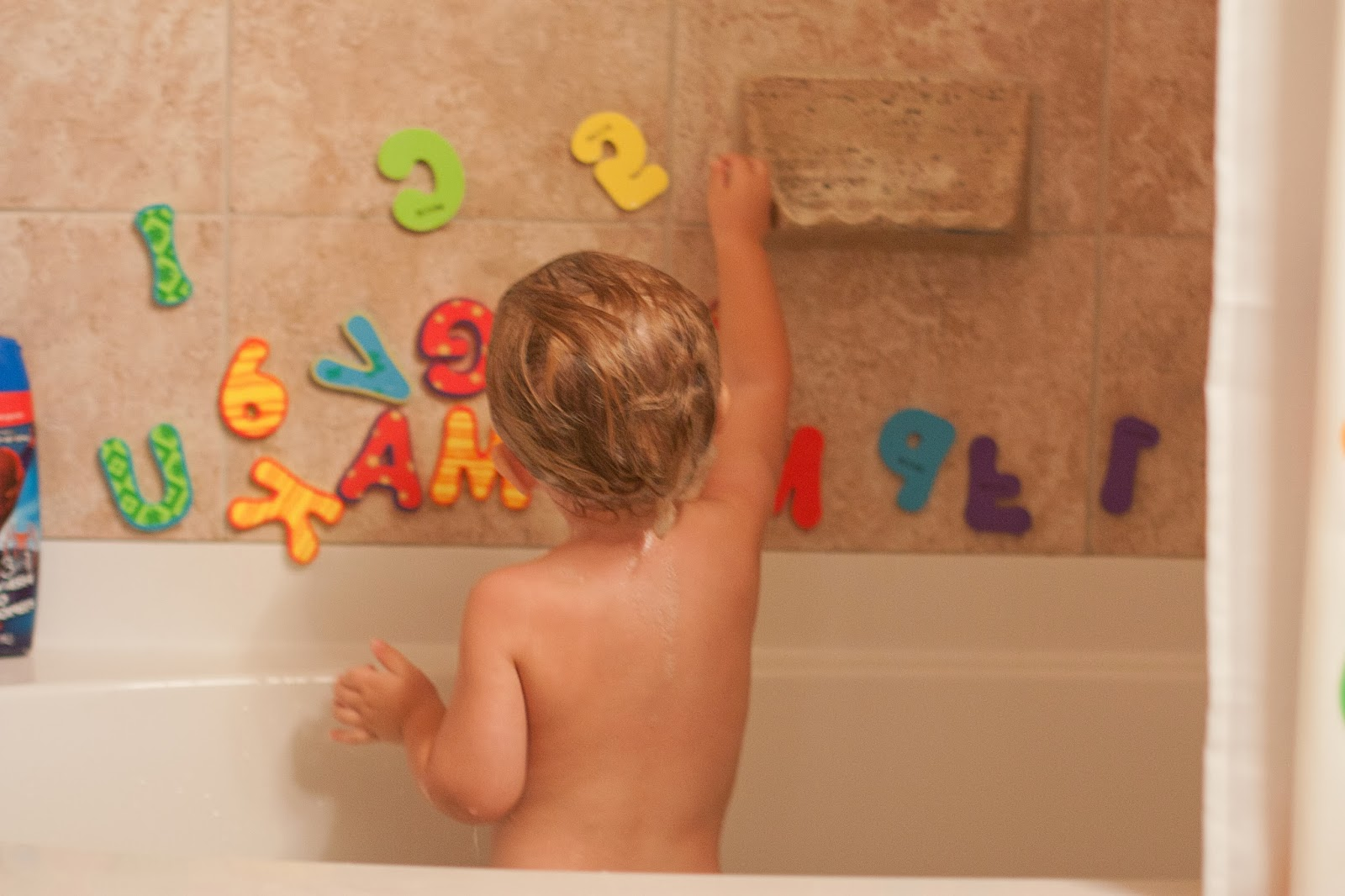 Griffy The Kids: Nuby Foam Bath Letters and Numbers Review