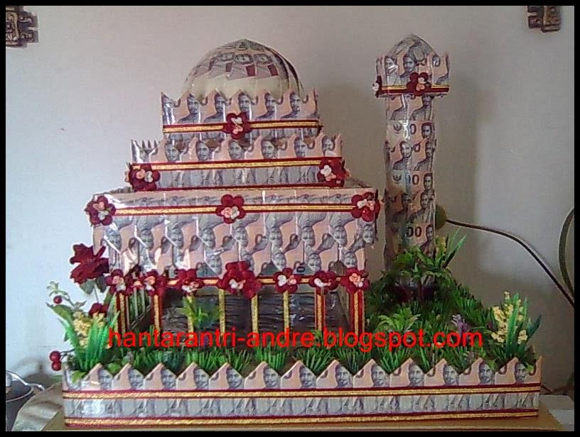 Masjid unik di hari pernikahan yang terbuat dari uang kertas