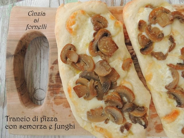 pizza scamorza e funghi