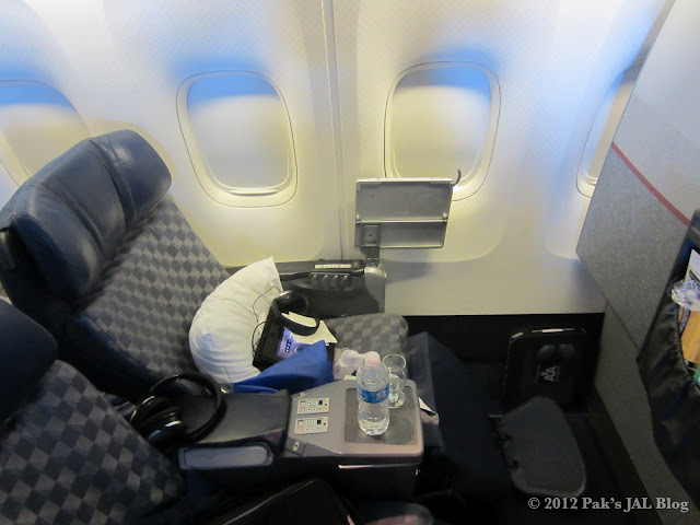 Seat 7A in AA 767-200 business class cabin