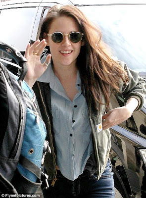 Kristen Stewart Teeth on Showing Some Teeth  Kristen Stewart Was Seen Arriving In Paris For