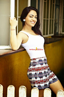 Aksha Pardasany 6.jpg