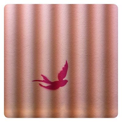 Schwalbe an der Wand bei Jewelberry