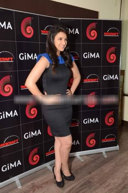 Parineeti Chopra to host GiMA 3 -  Parineeti Chopra in blue and black dress photo