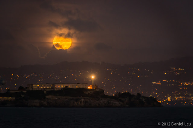 Full moon over Alcatraz – San Francisco