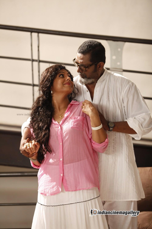 asha sarath cleavage show sanusha and reema kallingal hot