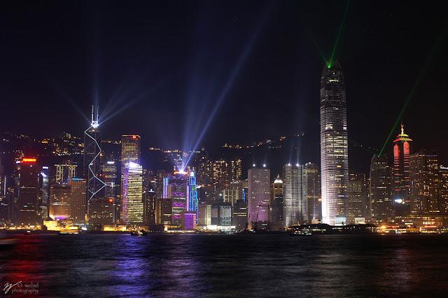 светящийся ночью город