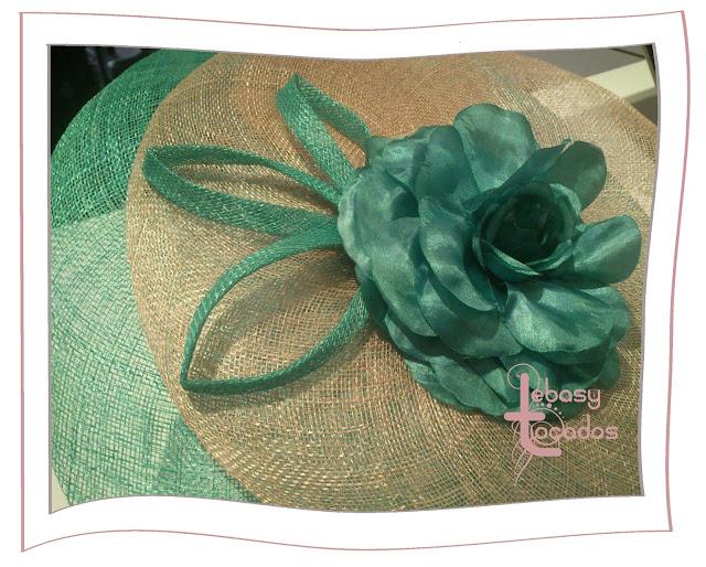 Mini-Pamela Lebasy Tocados en verdes y natural, realizada en sinamay