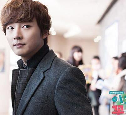 Yoon shi yoon as Enrique Geum