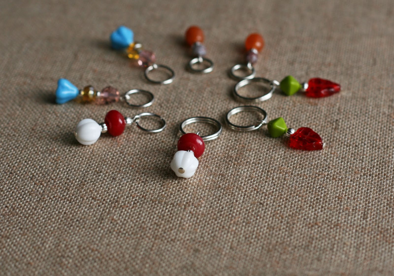 Knitting Stitch Markers How To Make : Diy tutorial make your own beaded stitch markers tot