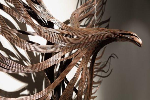 Kang Sung Hoon  esculturas de animais ao vento com tiras de metal Águia