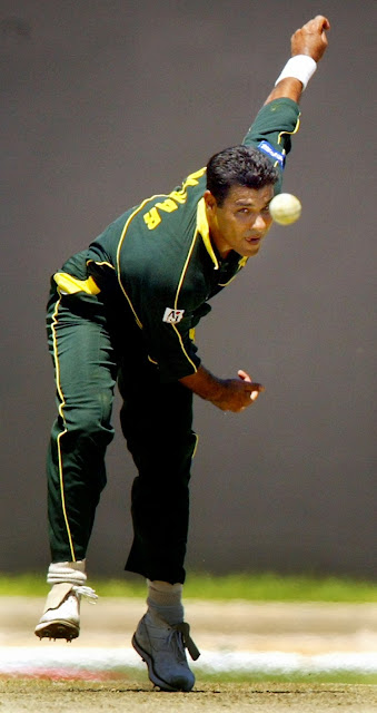 Waqar Younis, Pakistan, Bowler, Cricket, ICC, Sports, Tangiers, South Africa, Adam Gilchrist, Australia, Hall of Fame, Hanif, Imran Khan, Wicket-keeper,