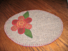 WOOL FLORAL OVAL PENNY RUG CANDLE MAT