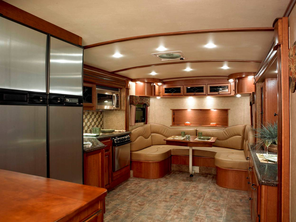 Fifth Wheel Rv With Outdoor Kitchen
