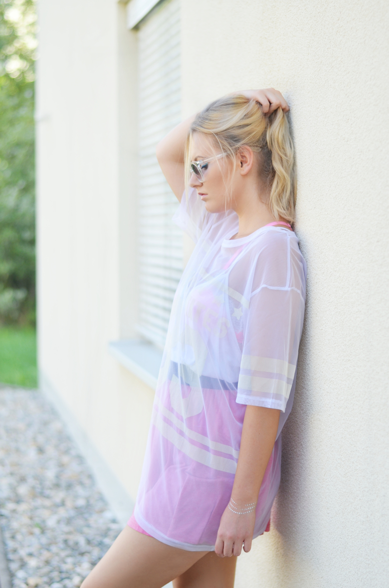 Outfit_pinker_Rock_transparentes_XL_Baseball_Shirt_Sommeroutfit_Pool_Party_ViktoriaSarina