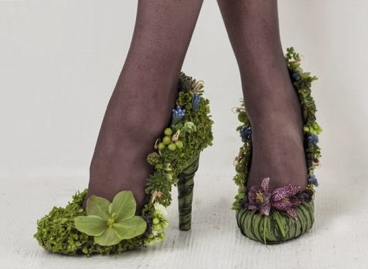 skor av blommor, floral shoes, shoe made of flowers, botanical shoes, blomaterskor, skor florist, shoes florist, shoes floral designer