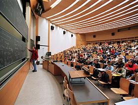 A tientas en el aula de la universidad
