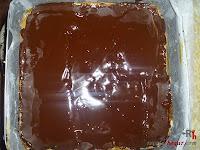 Tarta Ópera-poniendo la ganache de chocolate