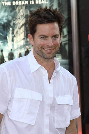 Michael-Muhney-shirtless-2.jpg