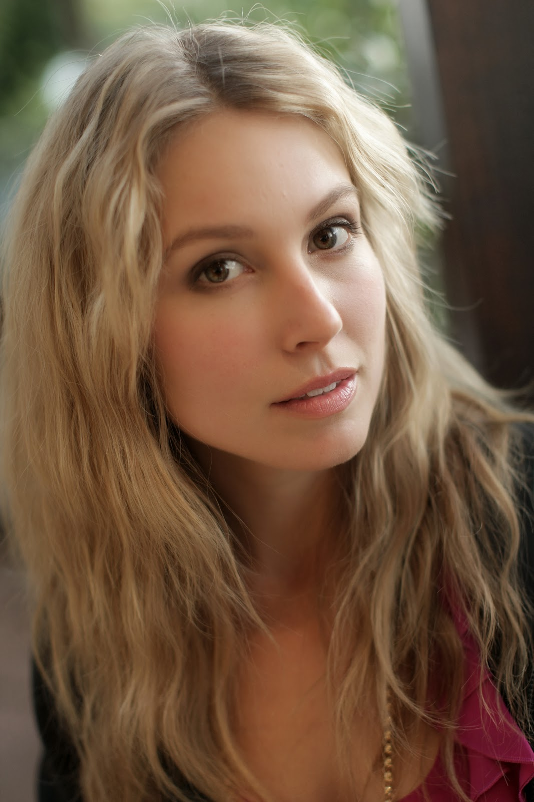 Sarah Carter summary | Film Actresses