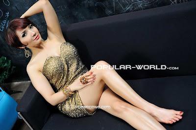 Roro Fitria for Popular World Magazine, January 2013