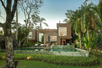 Rumah Minimalis Blends With Nature