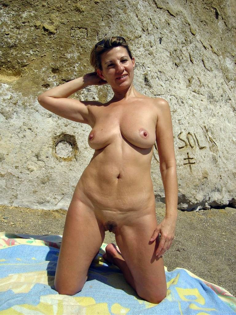 nudist women photo of the day 02 01 12   good naked