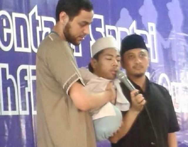 ( Kisah Inspirasi Islami Menyentuh Hati ) Tak Punya Tangan dan Kaki, Menggelindingkan Badan Demi Shalat Jamaah