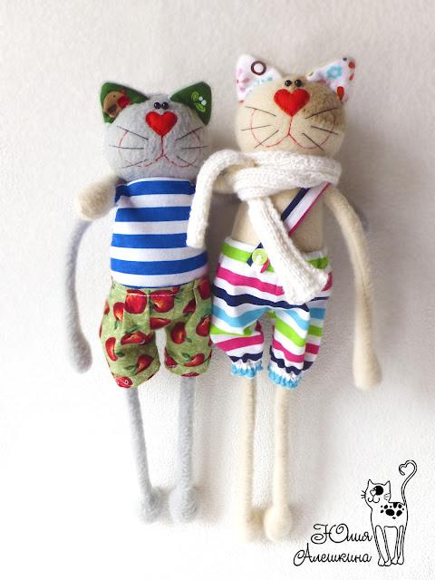 Коты хулиганы - обнимаются