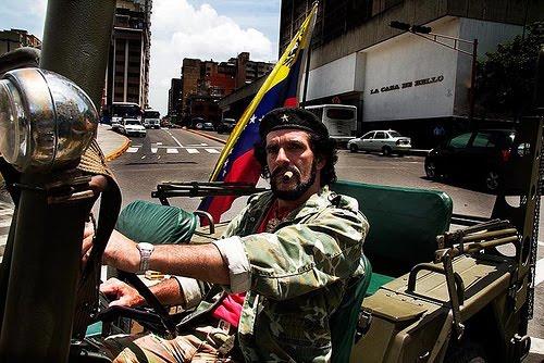 Video exclusivo: partidarios de Chávez le expresaron sus mejores deseos en las afueras del Teresa C