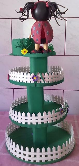 Baleiro em e.v.a. com decoração no tema joaninhas com um menina joaninha no topo.