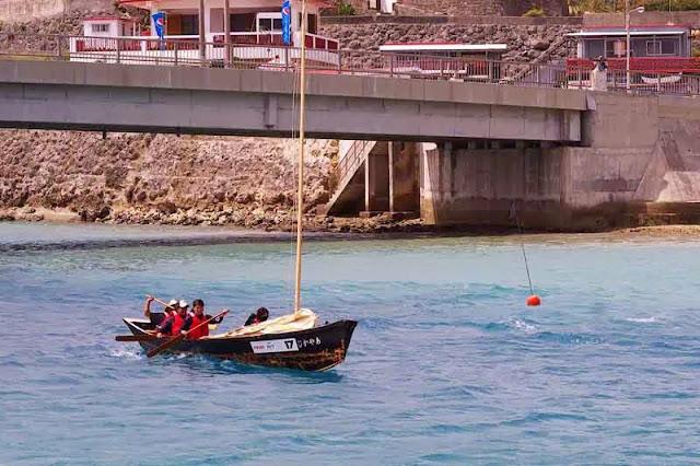 paddling a sailing sabani boat into wind