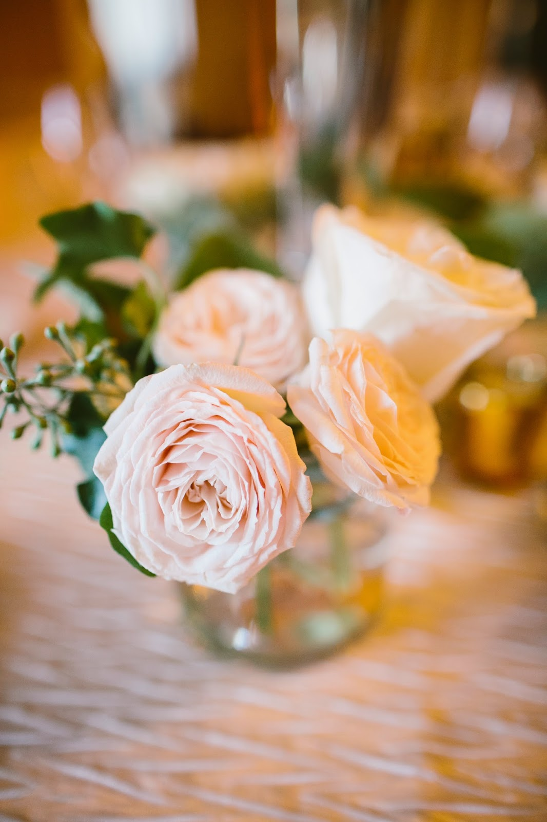 les fleurs : accent arrangement : garden spray roses : estate wedding