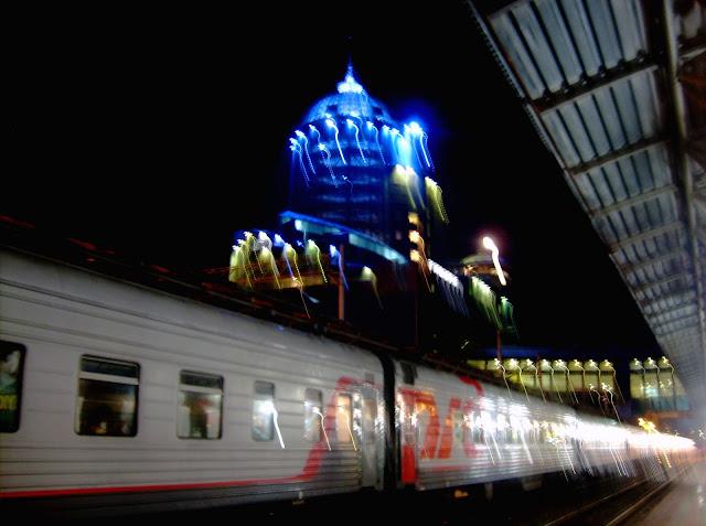 Железнодорожный вокзал ночью