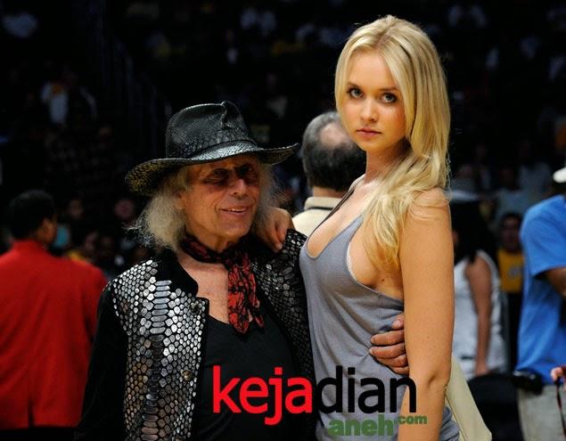 Kakek Playboy 71 Tahun ini Kencani Model Cantik 25 Tahun