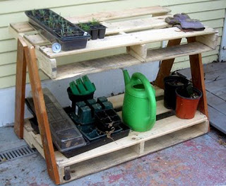 Recycled pallets DIY Potting Bench