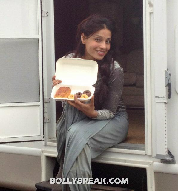 Bipasha basu draped in grey getting her donuts ,! -  Bipasha On sets in London