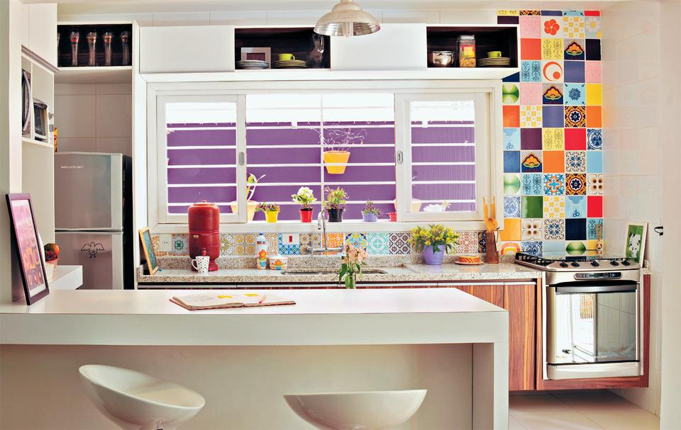 decorar cozinha velha: simples detalhe muda complatamente a cara da cozinha toda branquinha
