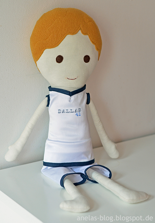 Dirk Nowitzki Puppe