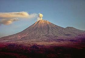 DipoTrijoyo-Nu5antaraBlogspotcom-Gambar-Lima+Gunung+Tertinggi+Di+Pulau+Jawa-Wikipedia-Semeru.jpg