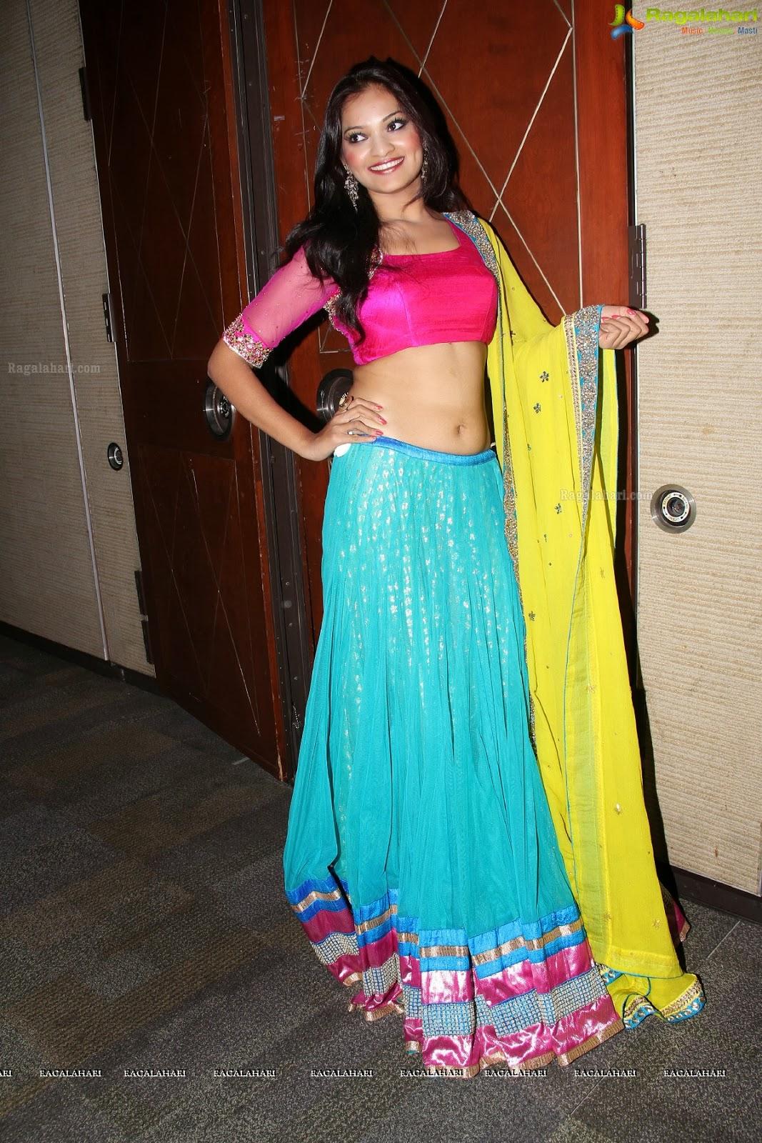 Dressing Below Navel Saree: Ashwini Hot Navel