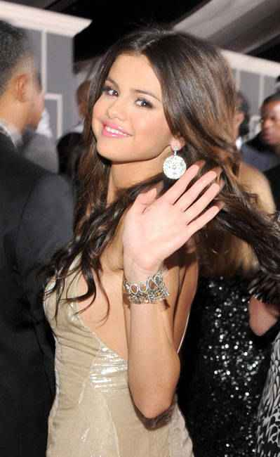 is justin bieber and selena gomez dating 2011. justin bieber and selena gomez