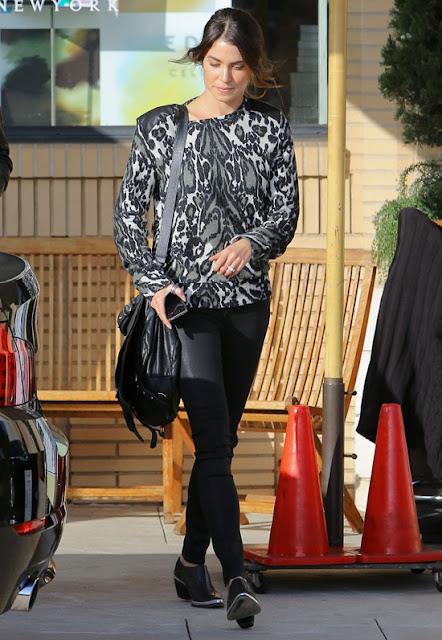 Nikki Reed - 2013 K��: Deri Pantolon ve Tayt