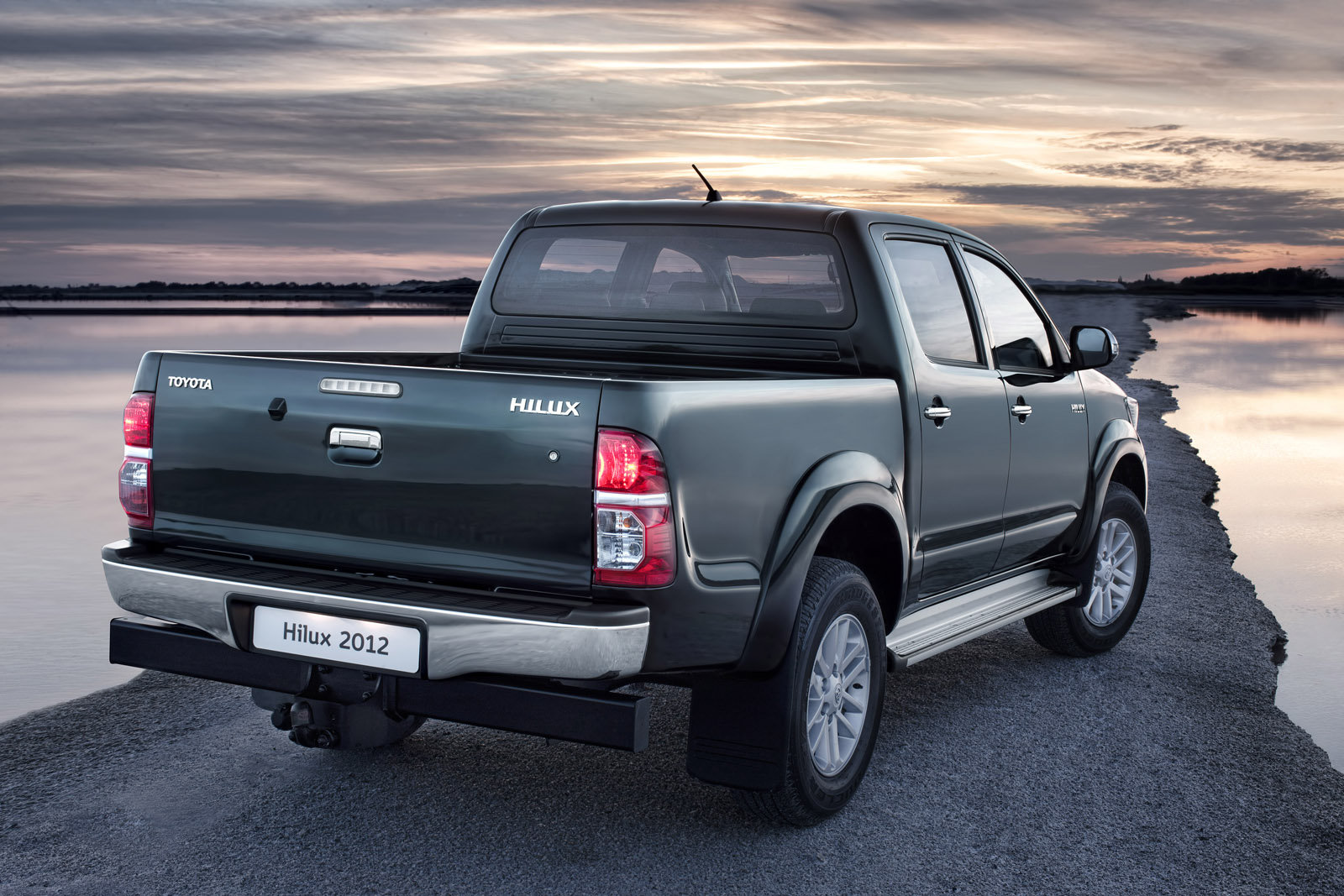 New Toyota Hilux : New design and more power